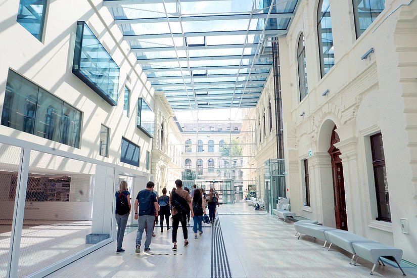 Lehrgangsstart Library & Information Studies Bibliotheksführung Uni Graz