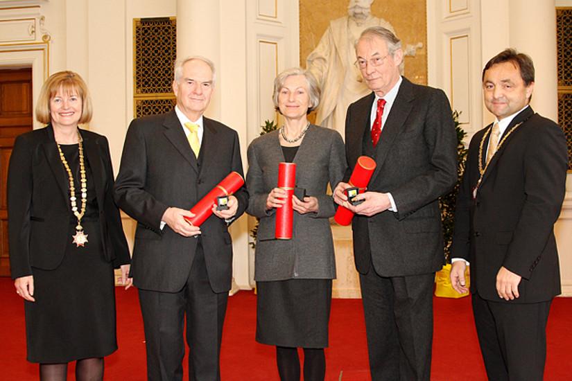 Rektorin Christa Neuper, die geehrten Vorsitzenden Gerhart Wielinger, Irmgard Griss, Werner Tessmar-Pfohl, Rektor a.D. Alfred Gutschelhofer (v.l.)