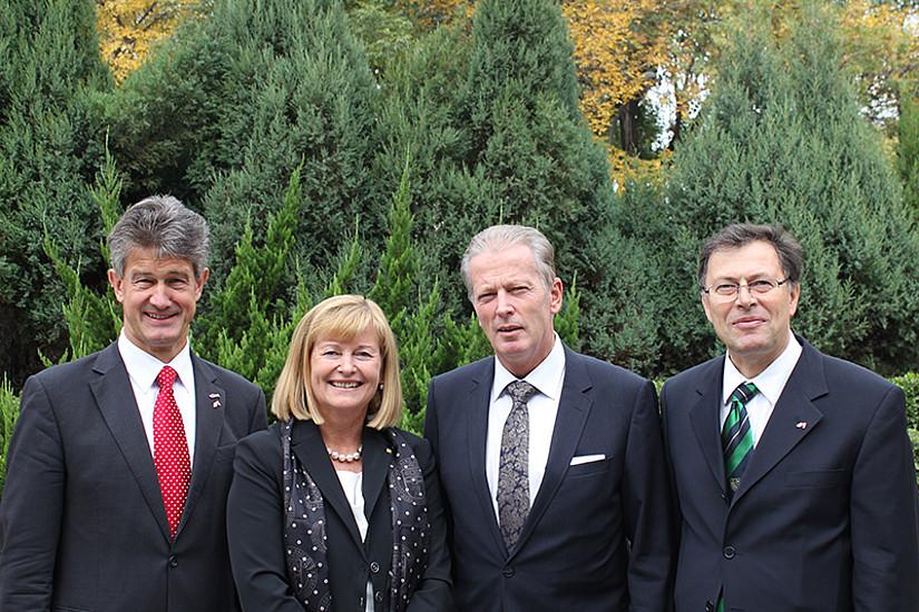 Die drei steirischen RektorInnen Kainz (TU Graz), Neuper (Uni Graz) und Eichlseder (Montanuni) sind mit Wissenschaftsminister und Vizekanzler Mitterlehner in China. Foto: Neubauer