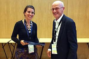 Ausgezeichnete Präsentation: Christiana Glettler und Theo Wubbels, Präsident der EERA (European Educational Research Association) Foto: EERA