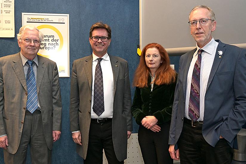 Reinhard Härtel, Rektor Martin Polaschek, Elke Hammer-Luza und Wernfried Hofmeister (v.l.). Foto: Uni Graz/Leljak.