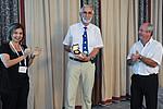 """Der Chemiker Otto Glatter (Mitte) bei der Verleihung der """"Overbeek Gold Medal 2013"""". Foto: ECIS"""