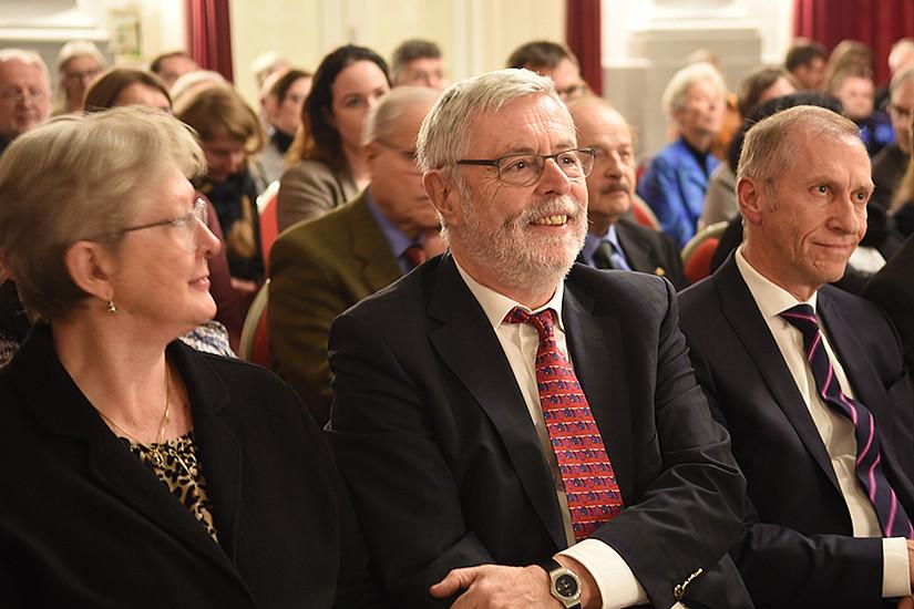Tagung und Fest für Helmut Konrad (Mitte), mit Mirella Konrad und Josef Pesserl. Foto: Uni Graz/Schweiger