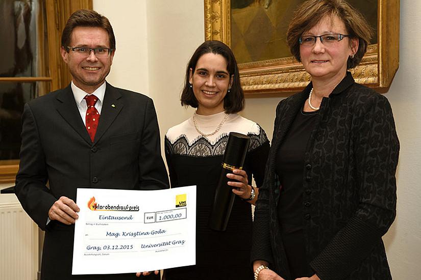 Vizerektor Martin Polaschek mit Krisztina Goda und Betreuerin Renate Oswald. Für weitere Fotos auf die Bildleiste unten klicken!
