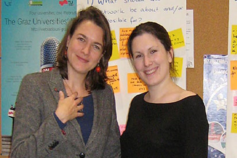 Dissertantin Maartje Roelofsen und Stefanie Lerch vom DocService (v.l.)