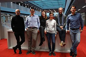 Gerald Lind, Robert Fuchs, Stefanie Lerch-Pesendorfer (v.l.) und Mario Müller (nicht am Bild) sind Teil der Action Line 6 und wurden für ihr Engagement mit einem Anton-Schelnast-Preis auszeichnet. Foto: Uni Graz/Leljak.