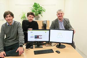 Rupert Baumgartner (r.), Leiter des CD-Labors für Nachhaltiges Produktmanagement in einer Kreislaufwirtschaft, mit seinen Mitarbeitern Josef Schöggl und Lukas Stumpf (v.l.). Foto: Uni Graz/Tzivanopoulos