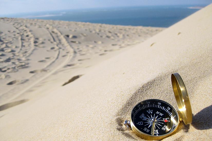 Sanddünen mit Kompass