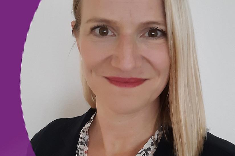 Christina Höllerl lebt und arbeitet in der Schweiz.