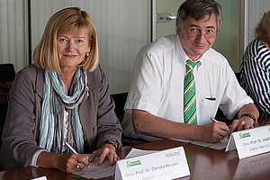 Rektorin Neuper sowie Rektor Smolle bekräftigten den weiteren Ausbau der Grazer Forschungskooperation. Foto: Med Uni Graz/Auer