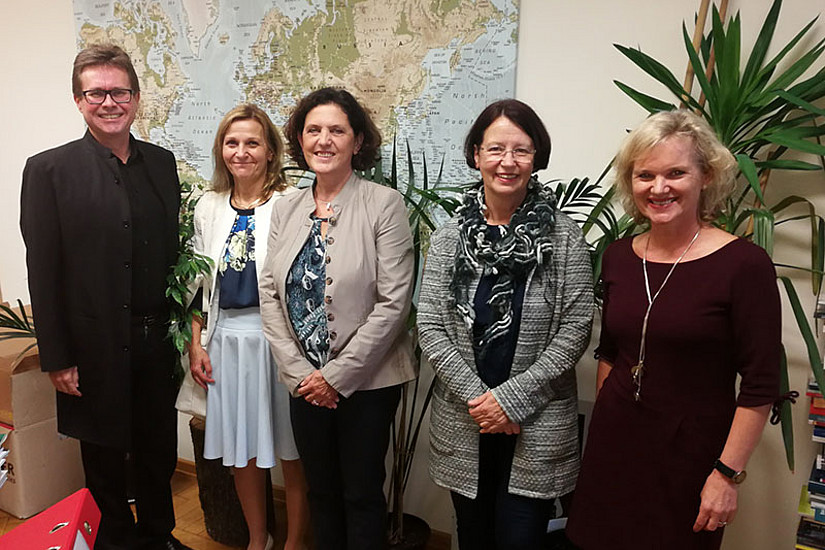 Foto: Martin Polaschek mit den Schulleiterinnen Angela Kaltenböck-Luef (VS Schönau), Maria Rossegger (VS Brockmannschule), Wilhelmine Riedl (VS am Jägergrund) und Sabine Schmölzer-Eibinger (v.l.). Foto: Universität Graz.