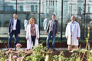 Treiben das Forschungsprojekt gemeinsam voran (v.l.): Andreas Zirngast (MIDES), Bettina Leber (Med Uni Graz), Robert Nuster (Universität Graz) und Philipp Stiegler (Med Uni Graz). Foto: Med Uni Graz.