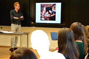 """Wie Studierende LehrerInnen in der Bildungsarbeit unterstützen können, ist Teil des Lehrinhalts des Proseminars """"Pädagogisches Arbeiten in der Schule im Kontext von Flucht und Asyl"""". Foto: IPP."""