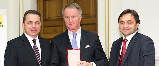 Verleihung des Ehrenzeichens der Fakultät an KR Mag. Jochen Pildner-Steinburg