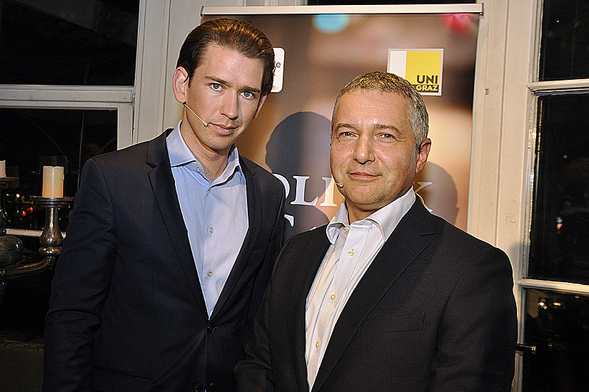 Markus Steppan (rechts) begrüßte Außenminister Kurz im Politk Café. Foto: Uni Graz/Teubenbacher