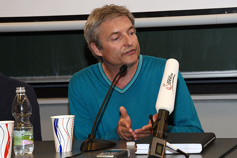 Gastlektor Alfred Dorfer beim Seminar am 31. Mai 2016 an der Uni Graz. Foto: Uni Graz/Kastrun