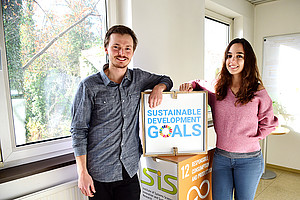 "Tomas Santa Maria Gonzalez und Anna Diaz Tena research at the University of Graz, as holders of a scholarship of the international PhD network ""Circular Economy: Sustainability implications and guiding progress (CRESTING)"". Photo: Uni Graz/Pichler"