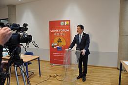 Dr. Chen am Podium