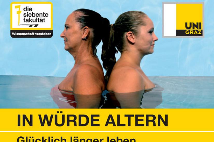 Zwei Frauen Rücken an Rücken im Wasser