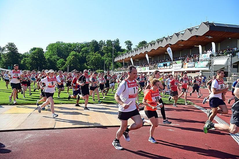 Blitzstart: 584 LäuferInnen stürzten sich auf Kommando auf die 1,8, 2,2 oder 2,6 km langen Strecken. Foto: Uni Graz/Schweiger