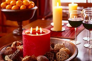 Wer eine Weihnachtsfeier organisieren, sollte darauf achten, dass die gute Laune nicht zu kurz kommt - bei allen Beteiligten. Foto: Microsoft.