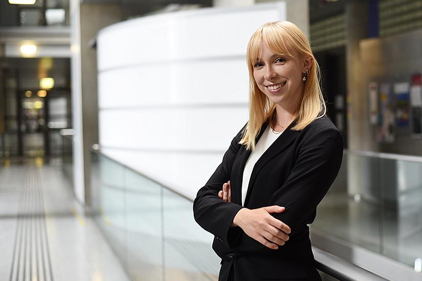 Die Juristin Anna Haselbacher ist Spezialistin für Urheberrecht und erwartet sich auf der Arqus PhD Week Input für eine Karriere außerhalb der Wissenschaft. Foto: Uni Graz/Leljak.