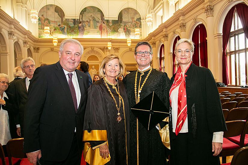 Landeshauptmann Hermann Schützenhöfer, Rektorin a.D. Christa Neuper, Rektor Martin Polaschek und Vorsitzende des Universitätsrats, Caroline List. Foto: Uni Graz/Frankl.