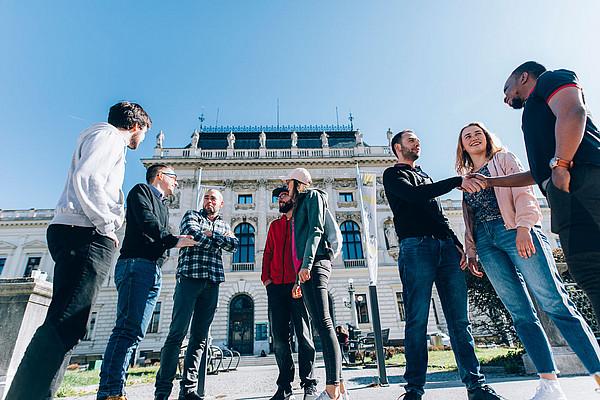 Bei zwölf Studien gibt es an der Universität Graz Aufnahmeverfahren. Die Registrierungsfrist geht von 1. März bis 15. Juli 2020. Foto: Uni Graz/Kanizaj