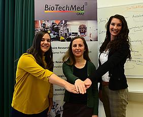 Junge Forscherinnen mit großer Förderung: Senka Holzer (Med Uni Graz), Natalia Zaretskaya (Uni Graz) und Anita Emmerstorfer-Augustin (TU Graz) erhielten zusammengerechnet 1,95 Millionen Euro vom Verbund BioTechMed-Graz für ihre Forschungsvorhaben. Alle Fotos: Uni Graz/Leljak.