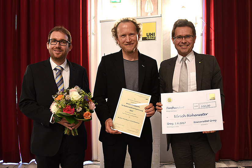 Anerkennungspreisträger Ulrich Hohenester sorgt unter anderem für die Einbindung seiner DissertantInnen in die Scientific Community.