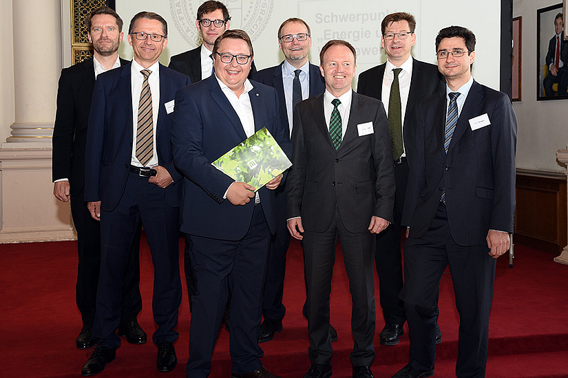 Wissenschaft und Wirtschaft im Austausch: die Referenten am 8. Energierechtstags an der Uni Graz. Foto: Uni Graz/Eklaude