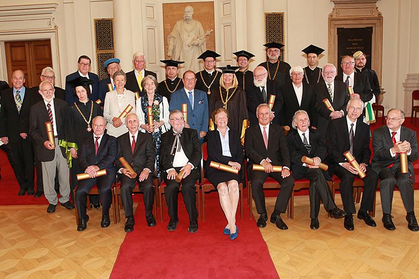 AbsolventInnen der Universität Graz wurden anlässlich ihres 50-Jahr-Jubiläums geehrt.