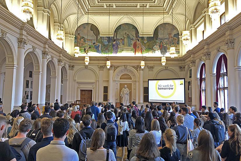 Volles Haus: Beim traditionellen Empfang für die internationalen Studierenden des kommenden Studienjahres können Graz-Newbies sich austauschen und ihre BetreuerInnen kennenlernen. Alle Fotos: Uni Graz/Knaus.
