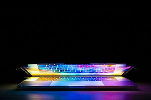 """Während die großen Glaubensgemeinschaften nach wie vor den klassischen Zugang wählen, existieren andere – sogenannte """"virtual religions"""" – ausschließlich im Internet. Foto: Joshua Woroniecki auf Pixabay"""