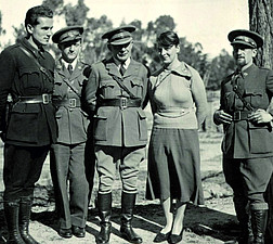 General Walter, Offiziere und Dolmetscherin. Madrid 1937