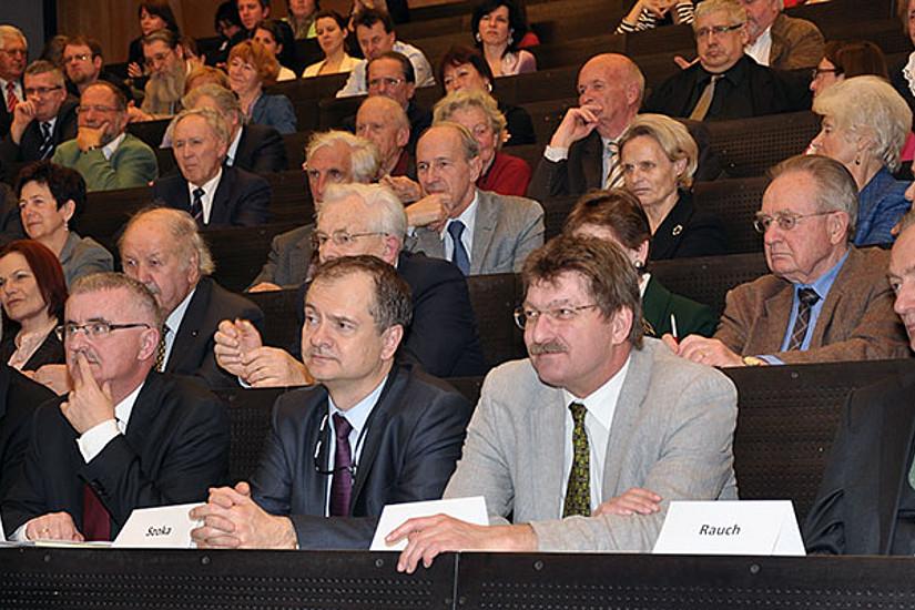 Landtagspräsident Franz Majcen, Prof. Boguslaw Dybaś, Gesandter Romuald Szoka, Vizerektor Peter Scherrer, Dekan Wolf Rauch (v.l.)
