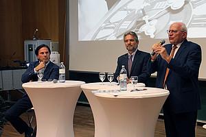 Franz Voves, Thomas Krautzer (Institut für Wirtschafts-, Sozial- und Unternehmensgeschichte) und Claus Raidl bei den 10. Grazer Wirtschaftsgesprächen an der Universität Graz