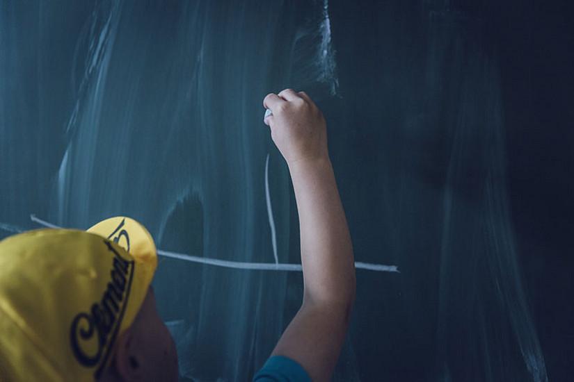 Das Erlernen von Deutsch als Zweitsprache funktioniert am besten im Kollektiv und nicht in isolierten Klassen. ExpertInnen fordern daher ein Umdenken der Politik. Foto: Pixabay.com