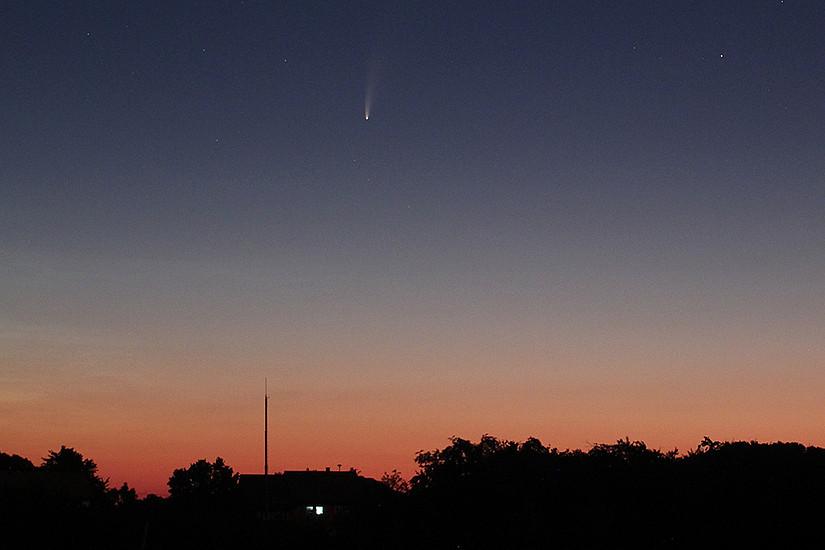 Neowise ist mit freiem Auge in der Morgendämmerung zu sehen. Foto: Hanslmeier