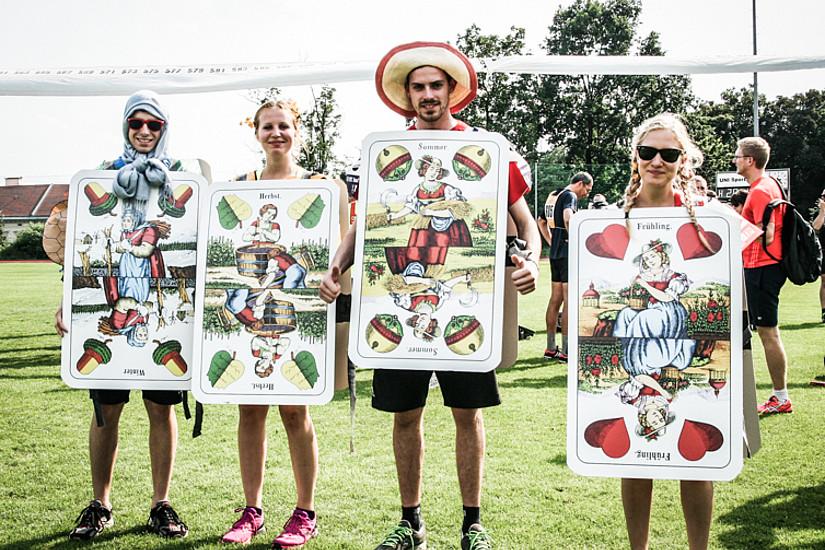 Der Usilauf oder auch Kleeblattlauf genannt ist ein Höhepunkt des Unijahres. Viele TeilnehmerInnen lassen es sich nicht nehmen und absolvieren den Lauf in Kostümen. Und gleichzeitig auch der Beginn der Sommerferien. Foto: Uni Graz