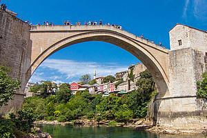 Eine Brücke für den Westbalkan bauen WissenschafterInnen gemeinsam mit VertreterInnen der Politik, um das Wachstum der Region zu fördern. Foto: Pixabay