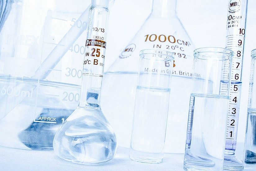 Desinfektionsmittel, Laborausrüstung und ausgebildetes Personal stellt die Universität Graz in der Corona-Krise zur Verfügung. Foto: Pixabay