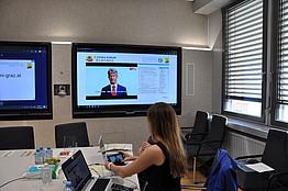 Screen mit Rektor Univ.-Prof. Dr. HaraldKainz (TU)