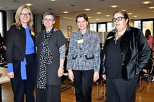 Vizerektorin Anna Steiger, Vizerektorin Renate Dworczak, AKGL- und Senatsmitglied Edith Gössnitzer und Rektroin Eva Blimlinger (v. l.)