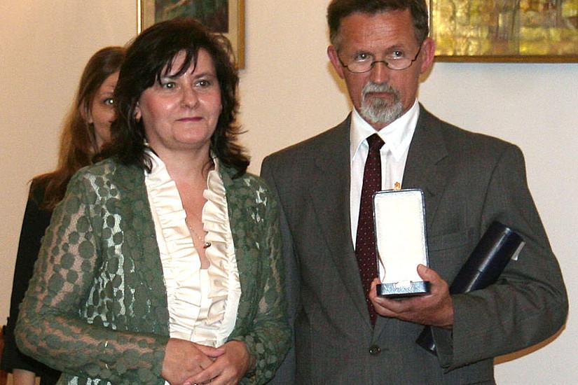 Harald Heppner mit Silvia Davidoiu, Botschafterin Rumäniens in Österreich bei der Verleihung des nationalen Kulturverdienstordens in Wien