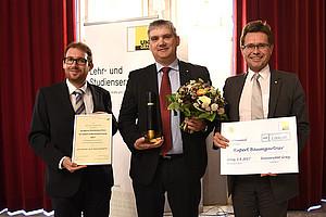 Seraphine-Puchleitner-Preis 2017 für Rupert Baumgartner (Mitte), überreicht von Stefan Dreisiebner (links) und Vizerektor Martin Polaschek. Fotos: Uni Graz/Schweiger