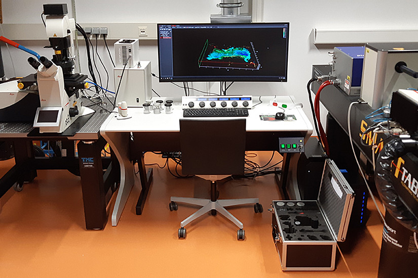 Mit einem frisch angeschafften Laser-Mikroskop sind am Institut für Molekulare Biowissenschaften nun unter anderem neue Einblicke in besonders lichtempfindliche Proben möglich. Foto: Uni Graz/Heimo Wolinski.