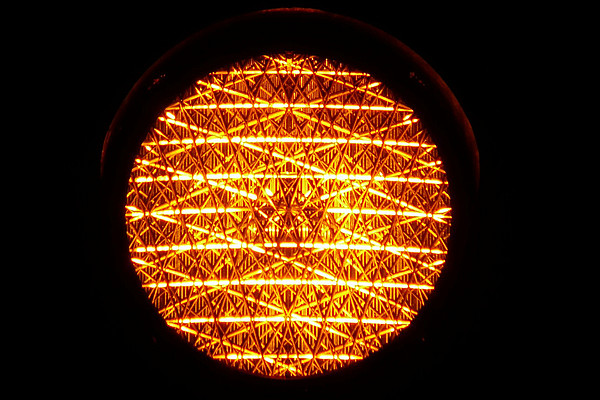 Ab 17. Mai 2021 leuchtet die Corona-Ampel an der Universität Graz orange. Foto: Hans Braxmeier - Pixabay