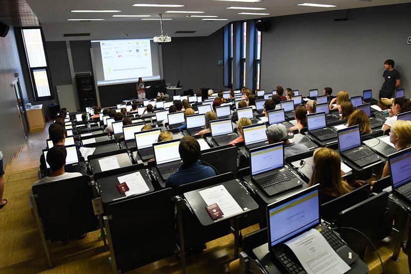 Bis 15. Mai ist noch die Registrierung für das Aufnahmeverfahren Lehramt online möglich. Foto: Uni Graz/Tzivanopoulos