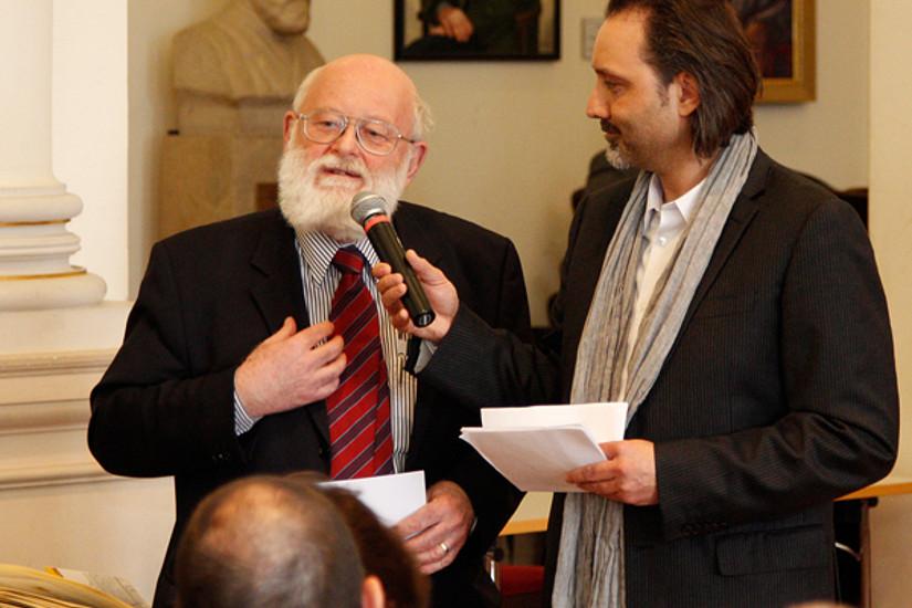 Univ.-Prof.i.R. Dr. Walter Höflechner (links) im Gespräch mit Moderator Dr. Gregor Withalm.